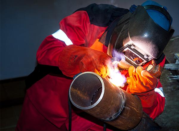 A importância dos equipamentos de segurança na soldagem - Blog da ... 445480c3ea